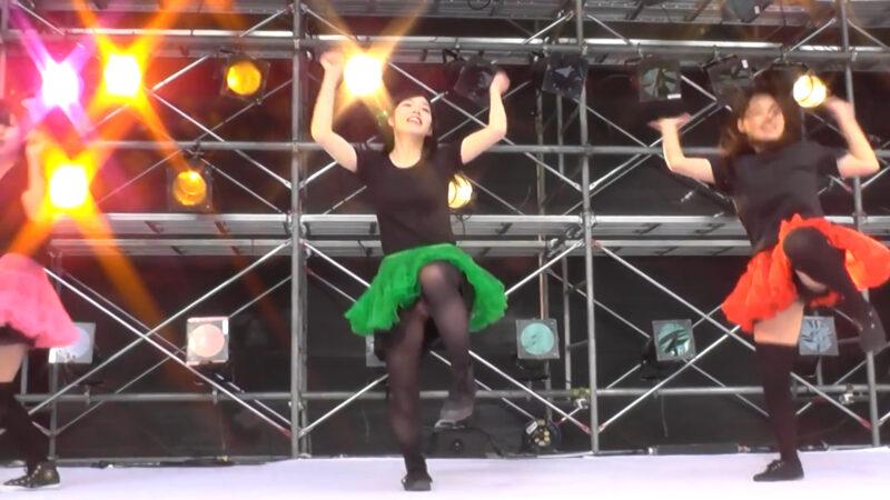 カラフルに躍動感!元気が貰える女子大生のコピーダンス。「Chai Maxxー ももいろクローバー 」 02:02