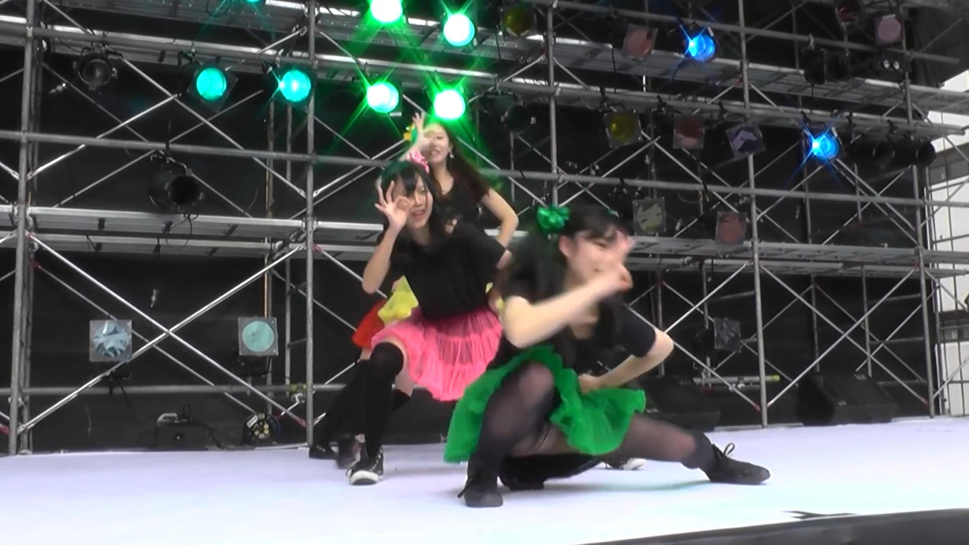 カラフルに躍動感!元気が貰える女子大生のコピーダンス。「Chai Maxxー ももいろクローバー 」 03:03