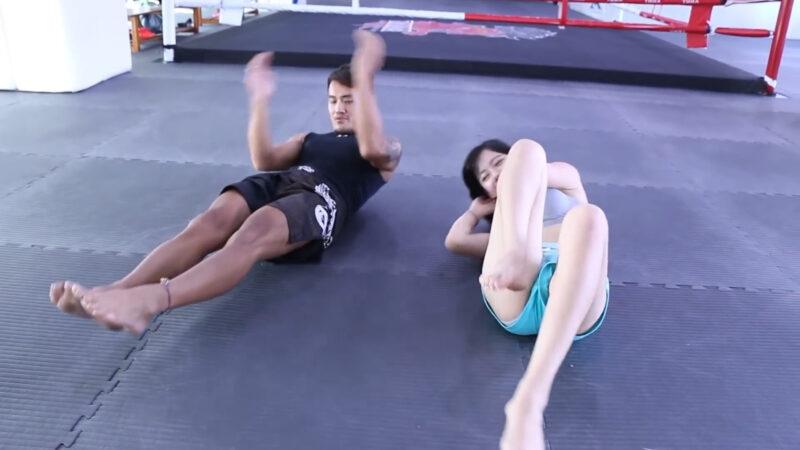 一個簡單腹肌訓練,小變化大改變 (Abs Workout) 02:02