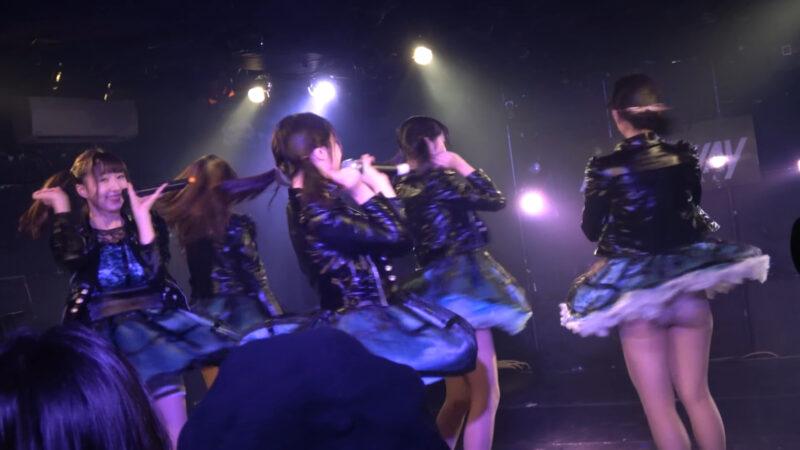 慶應義塾大学のアイドルコピーダンスチーム「さよならモラトリアム」のパンチラ 00:35