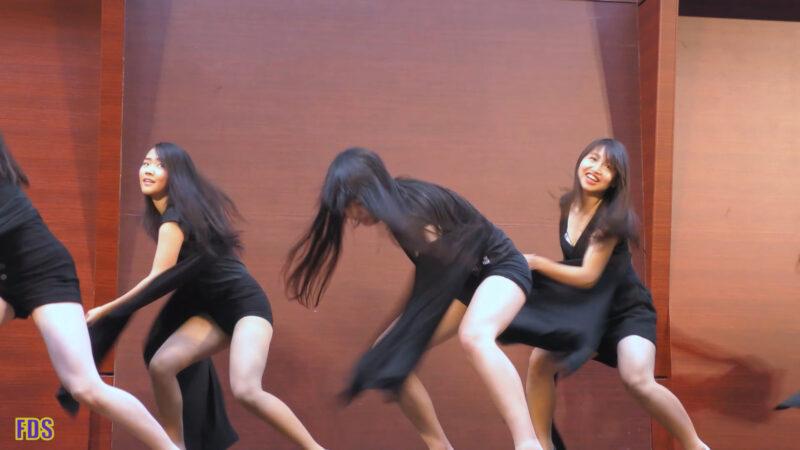 ヒラヒラさせるダンス 高校生 Japanese Girls Dance show [4K] 03:01