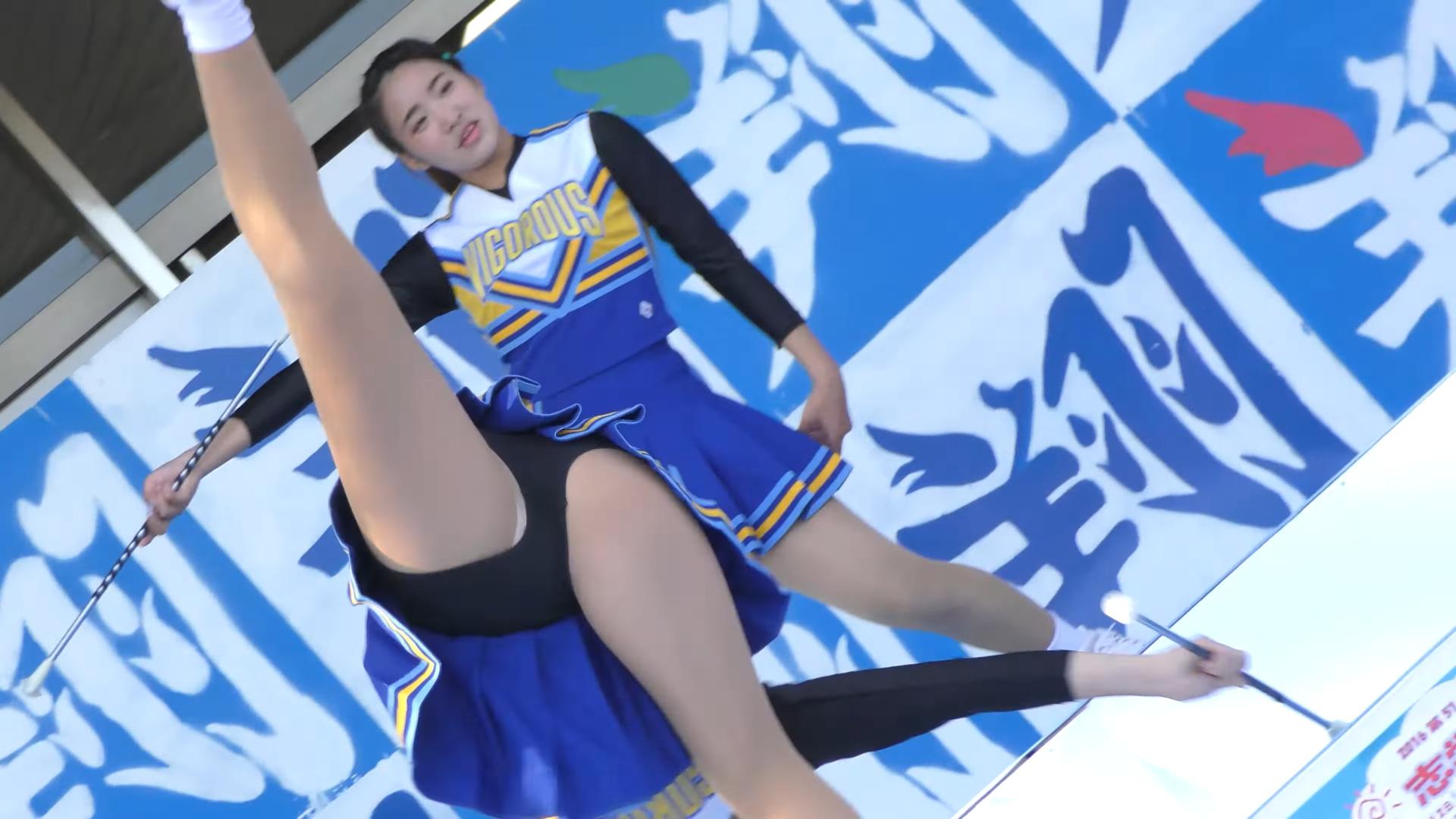 Female university student baton twirling club④ 00:27