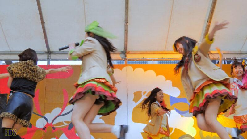 ファンの所へ会いに来てくれるアイドル 『まいどハンバーガールZ』 Japanese girls Idol group [4K] 02:28